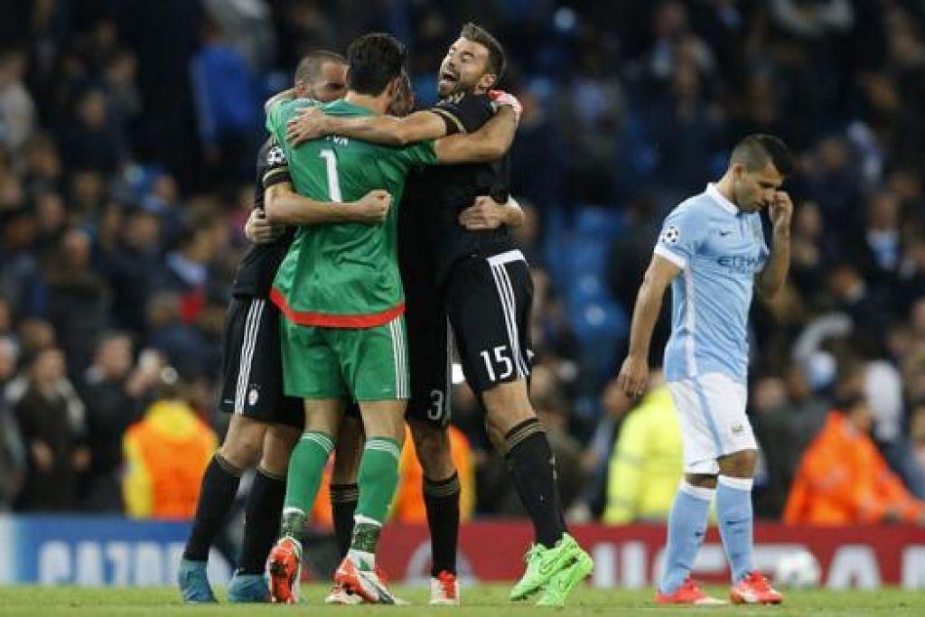 KEMENANGAN HEBAT: Pemain-pemain Juventus termasuk penjaga gawangnya, Gianluigi Buffon (jersi hijau), meraikan kemenangan ke atas City dinihari semalam. - Foto REUTERS