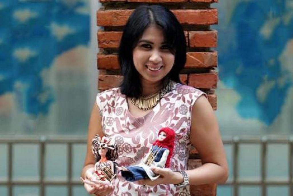 USAHAWAN SOSIAL: Pengasas Yayasan CFIC, Cik Lusia, menunjukkan boneka batik yang dibuat ibu-ibu tunggal dan kaum wanita yang pernah dipenjarakan.