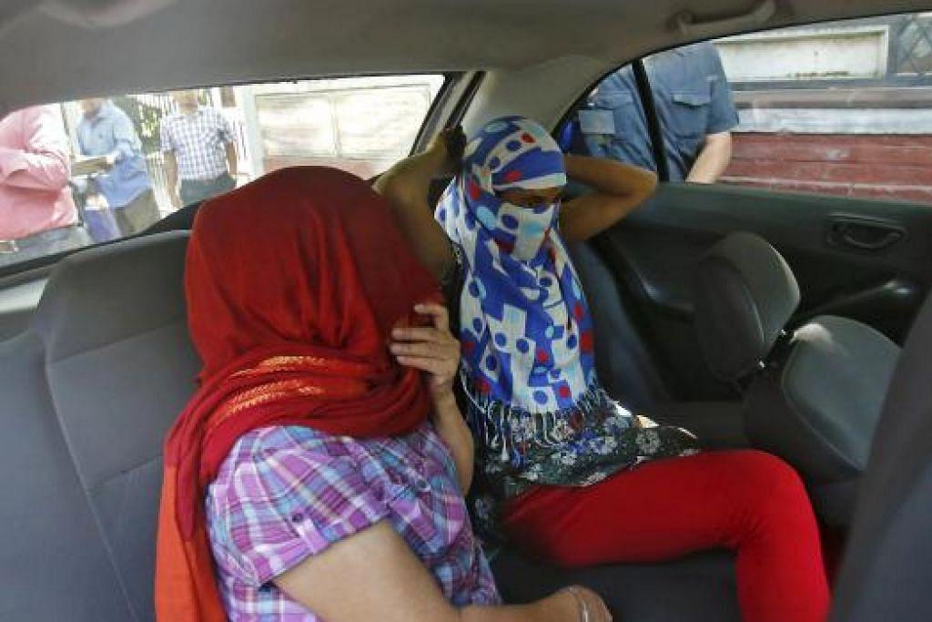 Dua wanita Nepal ini mendakwa dirogol dan didera berkali-kali oleh seorang diplomat Arab Saudi di India. Mereka bekerja di rumah diplomat itu dekat New  Delhi. Gambar REUTERS