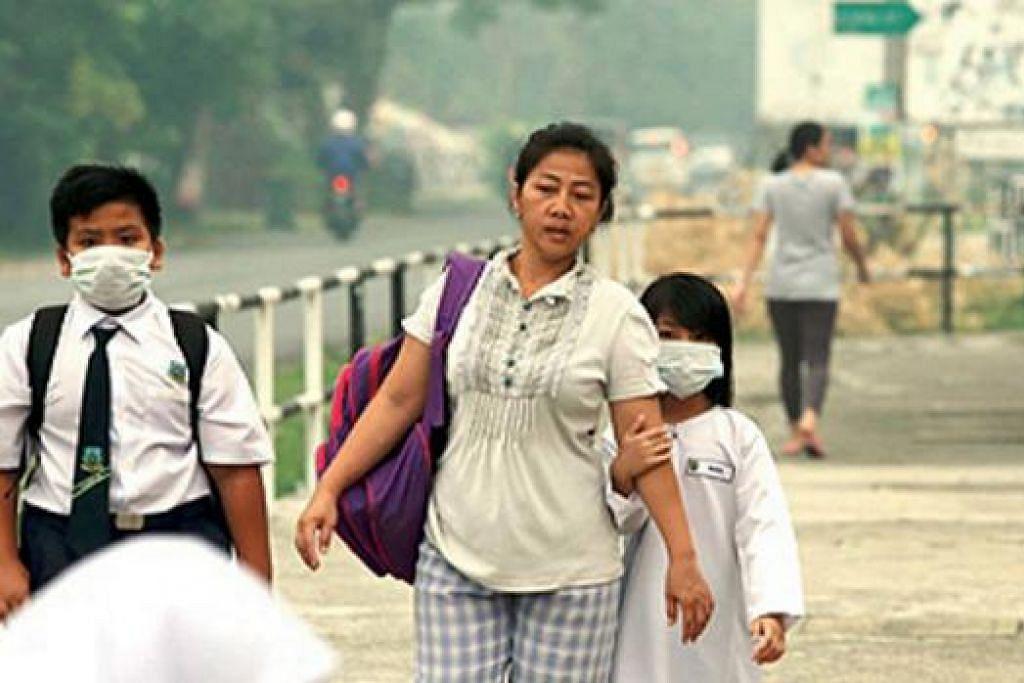 TERUS DITUTUP: Sekolah-sekolah di Kuching, Samarahan. Padawan, Lundu dan Bau di Sarawak telah diarah tutup semalam sedang mutu udara terus berada pada paras tudak sihat. - Foto NSTP