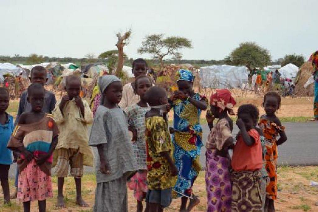 Gambar yang diambil pada 16 September ini menunjukkan kanak-kanak di kem pelarian Assaga, yang ditubuhkan oleh Pertubuhan Bangsa-Bangsa Bersatu (PBB) tiga bulan lalu bagi pelarian Nigeria yang melarikan diri ke tenggara Niger untuk menyelamatkan diri daripada militant Boko Haram. Gambar AFP