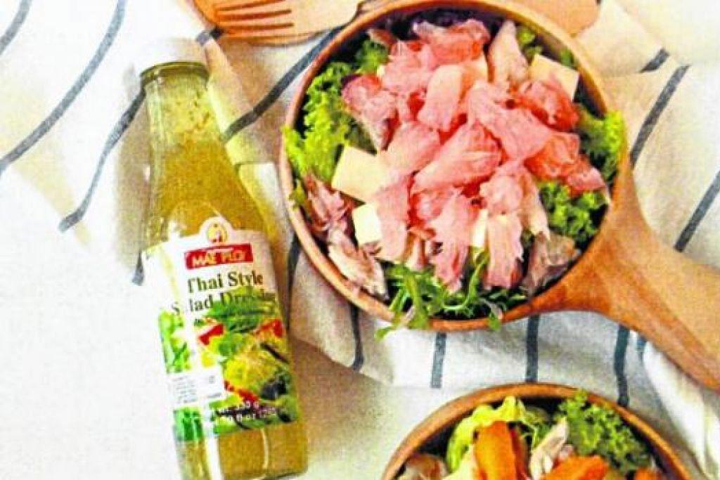 MENGENAKKAN HIDANGAN: Inilah sos salad Thailand yang enak dibubuh pada sayur atau buah-buahan dan menimbulkan rasa lemak, sedikit masam dan manis. - Foto SE SESAN GLOBAL