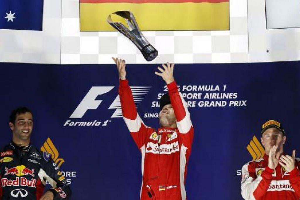 PEMENANG DI PODIUM: Ferrari menguasai Litar Marina Bay dengan Sebastian Vettel (tengah) muncul juara manakala rakan sepasukan, Kimi Raikkonen, menduduki tangga ketiga. Pemandu Red Bull, Daniel Ricciardo (kir), muncuk naib juara.