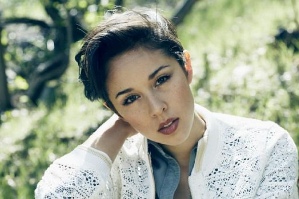 KONSERT JELAJAH ASIA: Penyanyi dan penulis Lagu, Kina Grannis, akan mengadakan konsert di Marina Bay Sands Grand Theatre malam esok. - Foto NATIVE ENTERTAINMENT