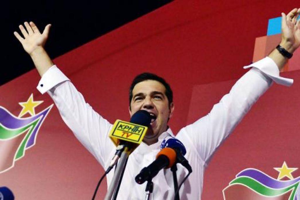 MANDAT BARU: Encik Tsipras meraikan kemenangannya di ibu pejabat kempennya di Athens kelmarin. - Foto AFP