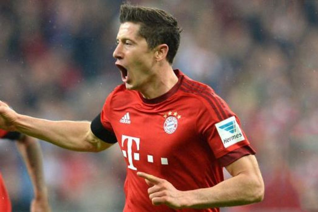 REKOD BARU: Penyerang Bayern Munich, Robert Lewandowski, meraikan jaringan ketiga beliau ke atas Wolfsburg, baru-baru ini. - Foto AFP