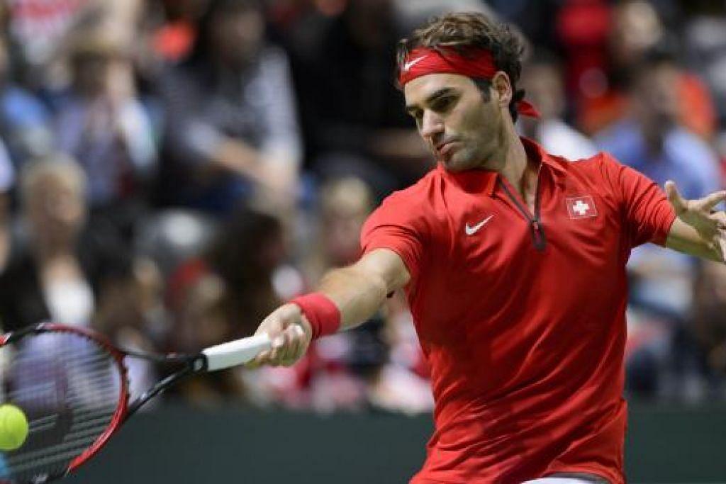 Roger Federer beraksi bagi Switzerland ketika menentang Belanda dalam pertandingan Piala Davis pada 20 September lalu. Gambar AFP