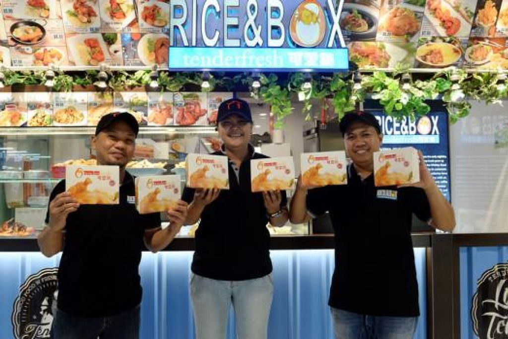MUDAH MEMBELI: Mereka yang membeli hidangan yang dijual di Rice & Box Tenderfresh hanya perlu membeli dan membawanya pulang. Tiada tempat duduk disediakan di kedai ekspres itu. - Foto-foto TAUFIK A. KADER