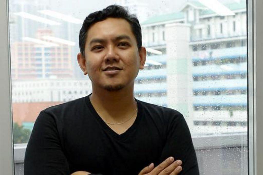 GENGGAM DUA IJAZAH SARJANA MUDA: Encik Zaidi Sabtu-Ramli, 35 tahun, memiliki ijazah kejuruteraan daripada Universiti Nasional Singapura sebelum memburu ijazah muzik di Maktab Seni Lasalle. – Foto TUKIMAN WARJ