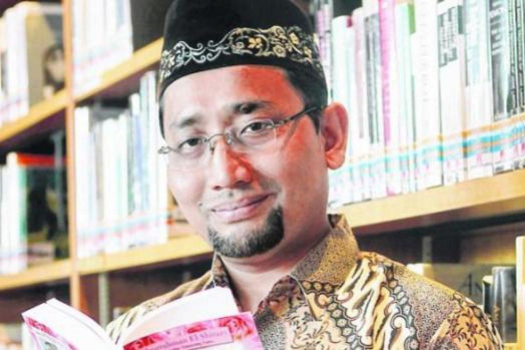 HABIBURRAHMAN EL-SHIRAZY: Penulis novel romantis dengan nilai Islam sejak novel sulungnya 'Ayat-Ayat Cinta' yang difilemkan mendapat sambutan hangat pada 2004. - Foto fail