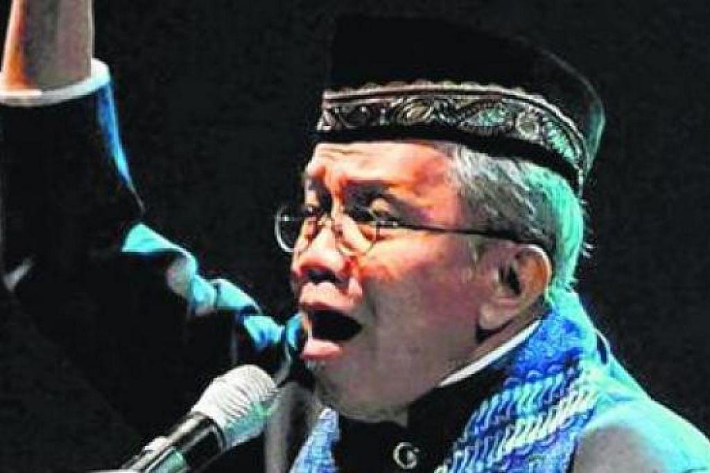 TAUFIQ ISMAIL: Sasterawan besar Indonesia ini menyifatkan penulis wanita aliran 'sastera wangi' sebagai menonjolkan isu kelamin. - Foto fail