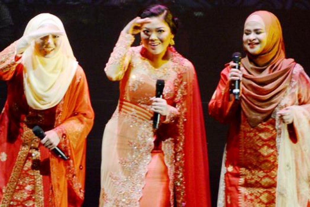 GANDINGAN SERASI TRIO JELITA: (Dari kiri) Syahirah Jamaluddin, Aisyah Salim dan Azlina R. Ismail mempunyai suara merdu bak buluh perindu dan adalah antara golongan muda yang mampu menghargai irama tradisional.