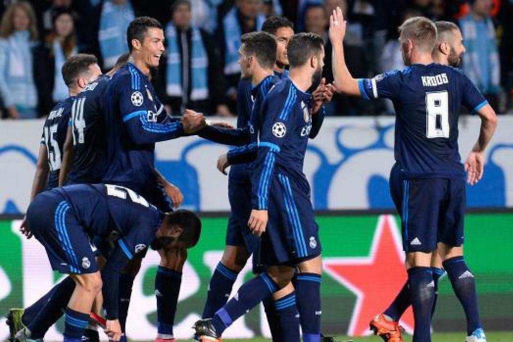 Christiano Ronaldo menyambut gol pembukaannya bersama rakan Real Madridnya  dalam perlawanan menentang Malmo pada 30 September. Gambar AFP