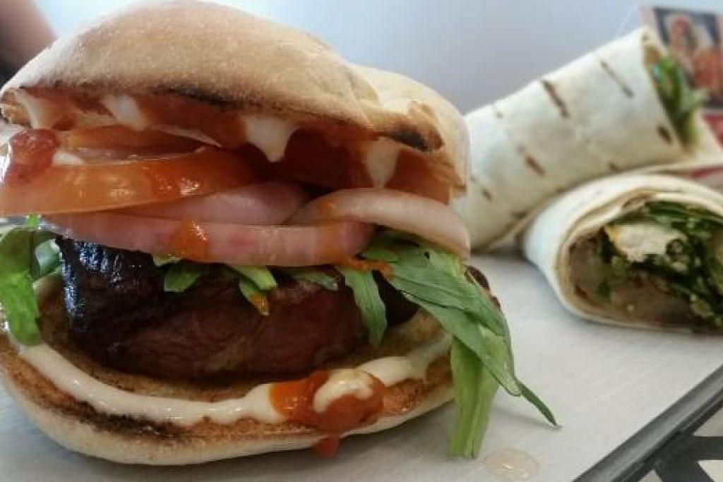 STEAK BURGER: Burger menggunakan filet daging lembu bakar ini menggunakan sos peri-peri dan disertakan serbuk cili merah. Cukup menyelerakan. - Foto NANDOS