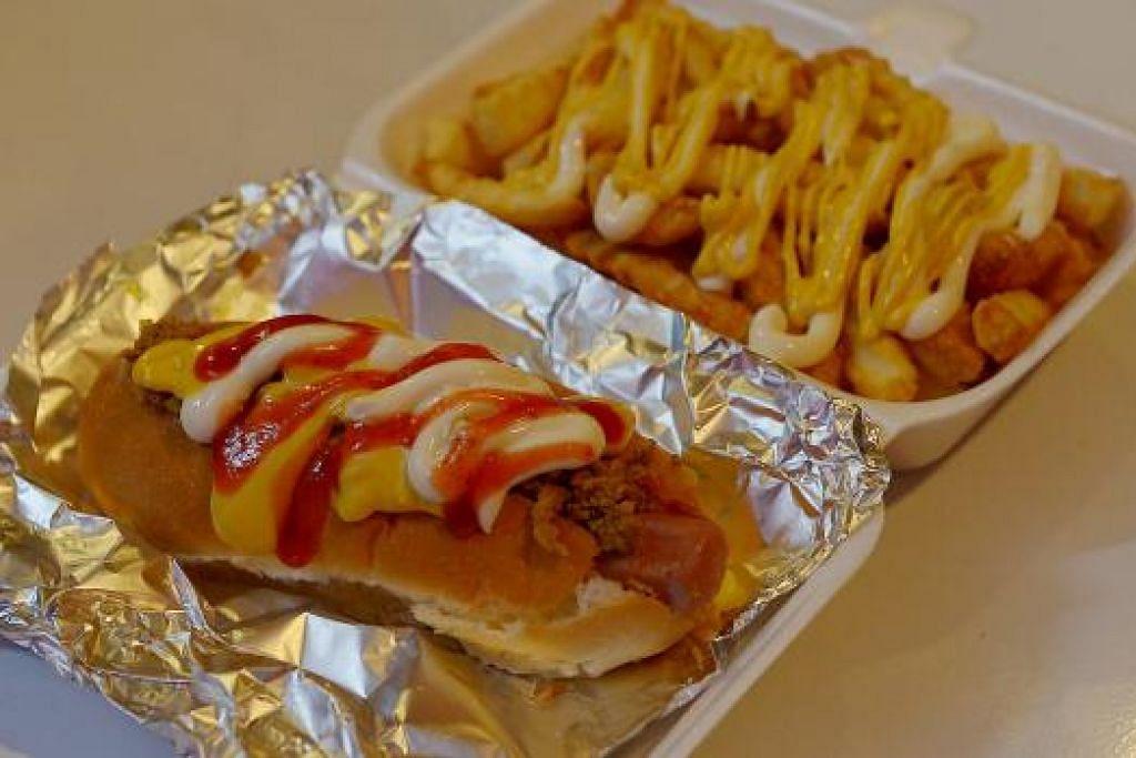 SANGAT DIGEMARI PELANGGAN: Coney Beefy Hotdog dan Cheesy Beef Fries antara sajian yang mendapat mendapat sambutan hangat.