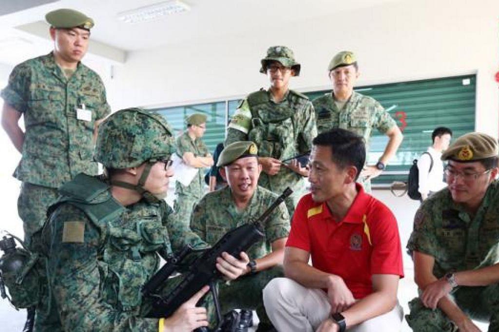 PULANG KE BMTC: Encik Ong membuat lawatan pertama ke BMTC sejak mengangkat sumpah sebagai Menteri Negara Kanan (Pertahanan) 1 Oktober lalu. - Foto ZAOBAO