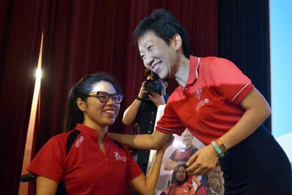 KURANG UPAYA BUKAN PENGHALANG: Cik Grace Fu percaya atlit para Singapura termasuk perenang negara Cik Yip Ping akan memberikan persembahan yang baik Disember nanti.