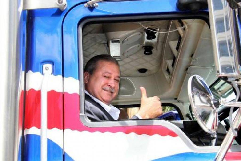 PANDU UJI: Sultan Johor, Sultan Ibrahim Sultan Iskandar, memiliki trak 'Mack' termahal dunia buatan Australia yang keistimewaannya termasuk enam kamera litar tertutup, dua set televisyen berskrin rata, ruang dapur, barbeku, katil kelamin dan kerusi bersulamkan 72,000 jahitan benang emas. - Foto-Foto ABC News Australia