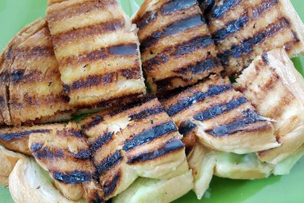 ROTI BAKAR SRIKAYA: Kayanya lemak manis dan wangi, sedap dimakan bersama roti yang dibakar.  - Foto-foto CEF MEL