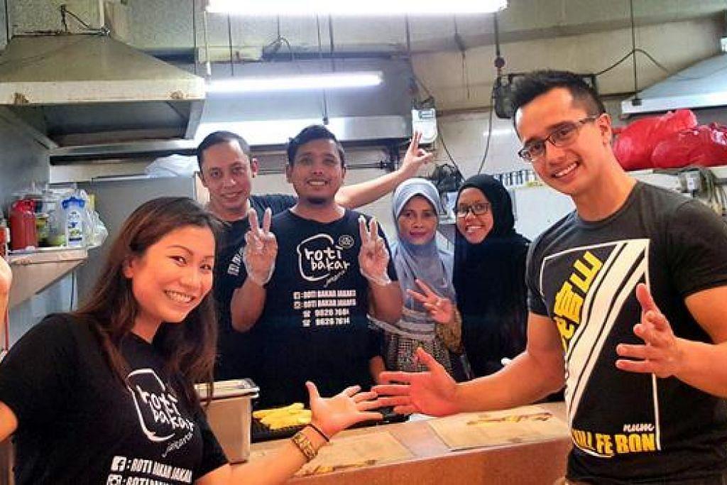 ADA POTENSI: Roti Bakar Jakarta, dengan pemiliknya Encik Johan (kanan) dan Cik Nina (kiri), mempunyai potensi berkembang sekiranya mereka terus meningkatkan mutu menu dan mengekalkan cita rasa makanan Jakarta yang asli dengan layanan penuh mesra. - Foto-foto CEF MEL
