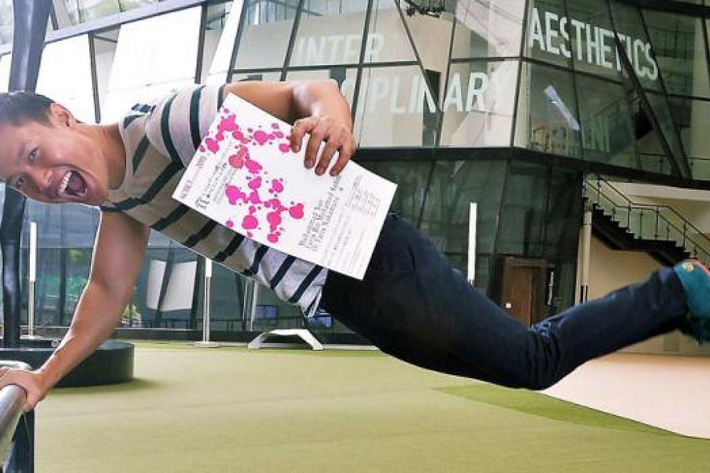 TEBAR SENI PEMASANGAN KE JEPUN: Encik Muhammad Nur Faris, warga Singapura yang mempunyai darah Jepun, teruja memenangi Hadiah Agung di Peraduan Seni Awam sempena pesta seni gah, Kobe Biennale. - Foto KHALID BABA