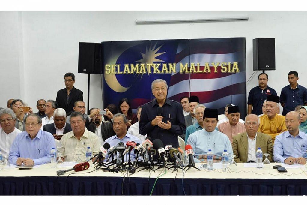 DEKLARASI ANTI-NAJIB DEMI 'SELAMATKAN MALAYSIA' : Dr Mahathir (berdiri) bersama antara lain (dari kiri) bekas menteri kabinet, Datuk Zaid Ibrahim; Penasihat DAP, Encik Lim Kit Siang; bekas presiden MCA, Tun Dr Ling Liong Sik; Tan Sri Muhyiddin Yassin; Menteri Besar Selangor, Datuk Seri Mohamed Azmin Ali; bekas menteri kabinet, Encik Sanusi Junid; dan bekas Menteri Besar Kedah, Datuk Seri Mukhriz Tun Mahathir, dalam sidang akhbar semalam.