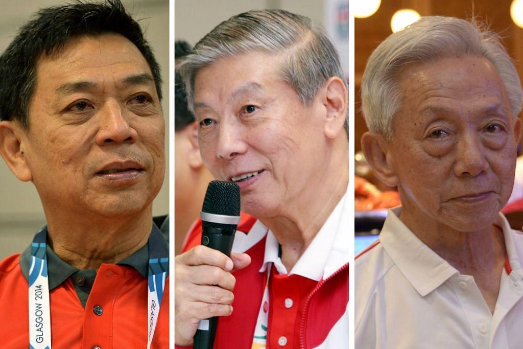 BERI SUMBANGAN: (Dari kiri) Encik Chris Chan, Dr Tan Eng Liang dan Encik Tan Howe Liang diberi anugerah kerana sumbangan mereka yang tidak ternilai dalam bidang sukan.
