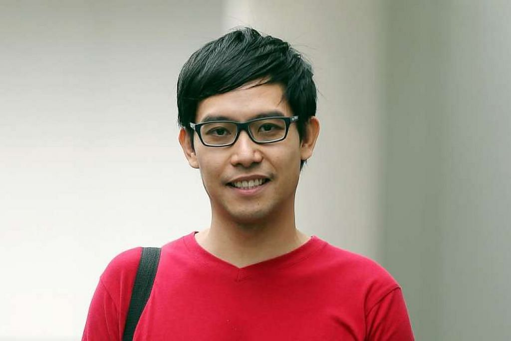 GANTI RUGI: Penulis blog, Roy Ngerng, perlu membayar ganti rugi $150,000 kepada Perdana Menteri Lee Hsien Loong. - Foto