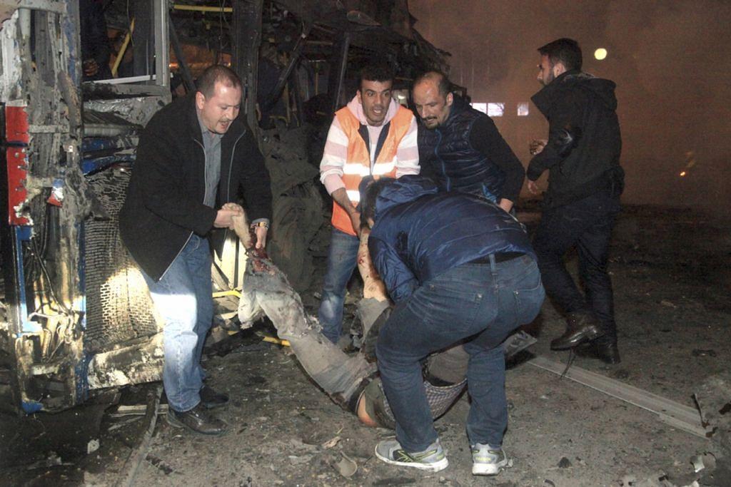 SERANGAN MAUT: Aksi pengebom nekad telah menyebabkan sekurang-kurangnya 34 orang terbunuh dan 125 cedera akibat letupan bom kereta di ibu negara Turki semalam. - Foto
