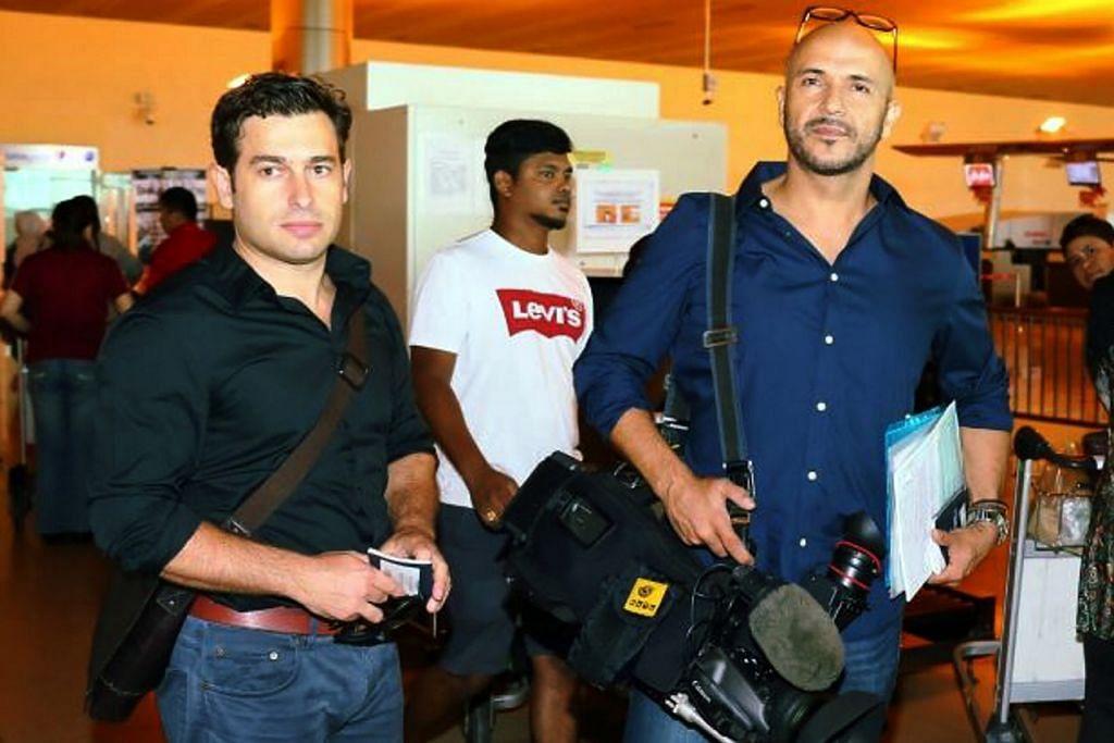 LANGGAR GARISAN KESELAMATAN: Kededua wartawan ABC News – Linton Besser (kiri) dan jurukamera Louie Eroglu dari Australia – tidak akan didakwa, sebaliknya dihantar pulang. – Foto THE STAR