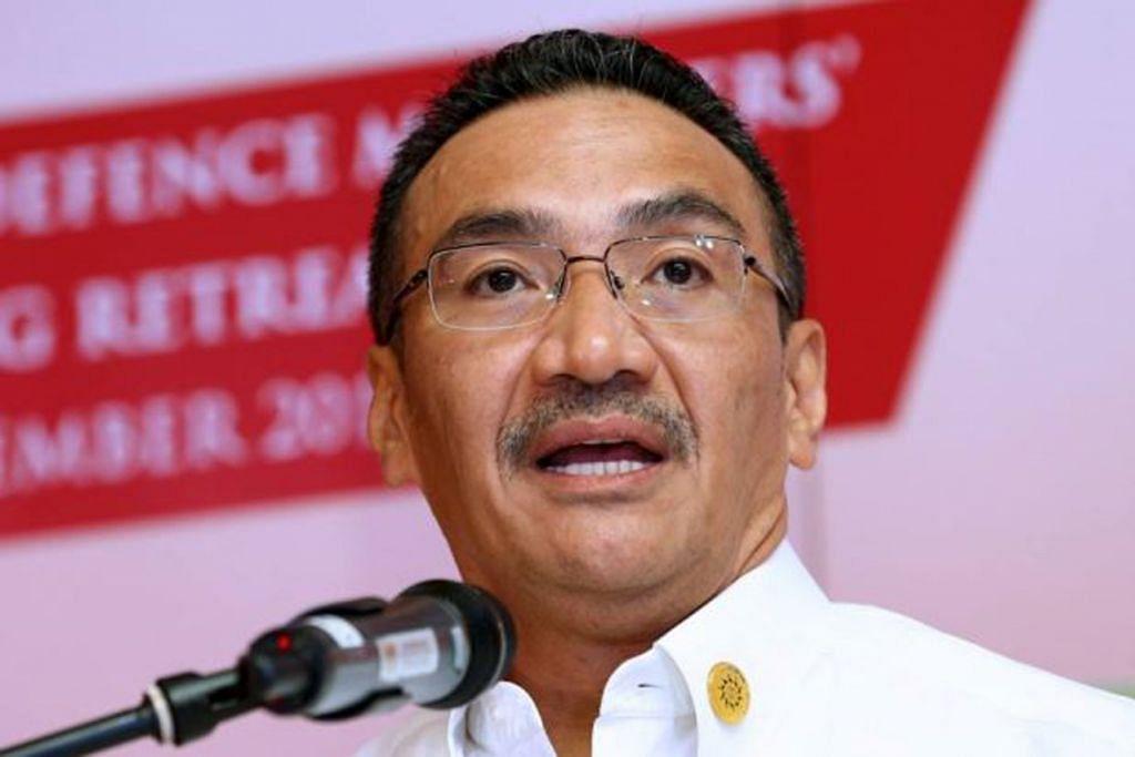 """Datuk Seri Hishammuddin berkata jika laporan mengenai pembangunan dan penempatan aset ketenteraan Beijing di Spratly benar, """" ini memaksa kami menolak balik China""""."""