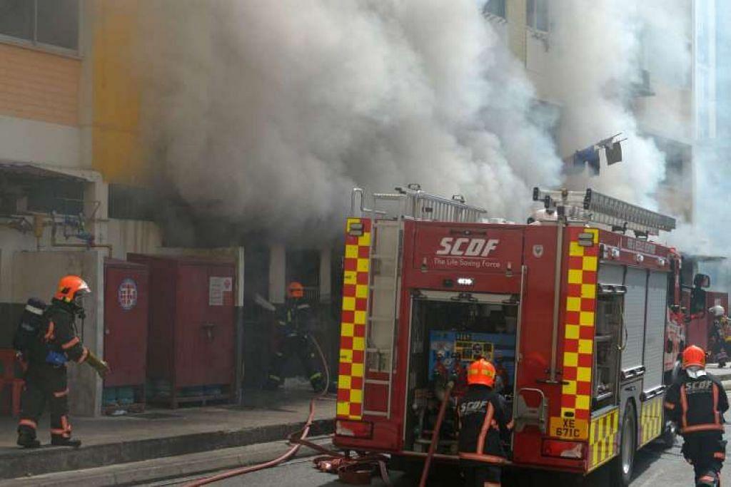 Kebakaran di Blok 257, Bangkit Road, di Bukit Panjang.