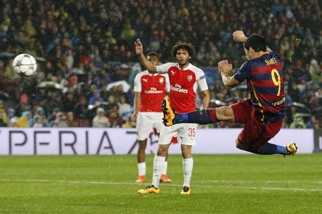 Luis Suarez menjaringkan gol kedua Barcelona, yang mengalahkan Arsenal 3-1 dalam perlawanan kedua mereka dalam peringkat 16 pasukan Liga Juara-Juara di Nou Camp pada Rabu (16 Mac).