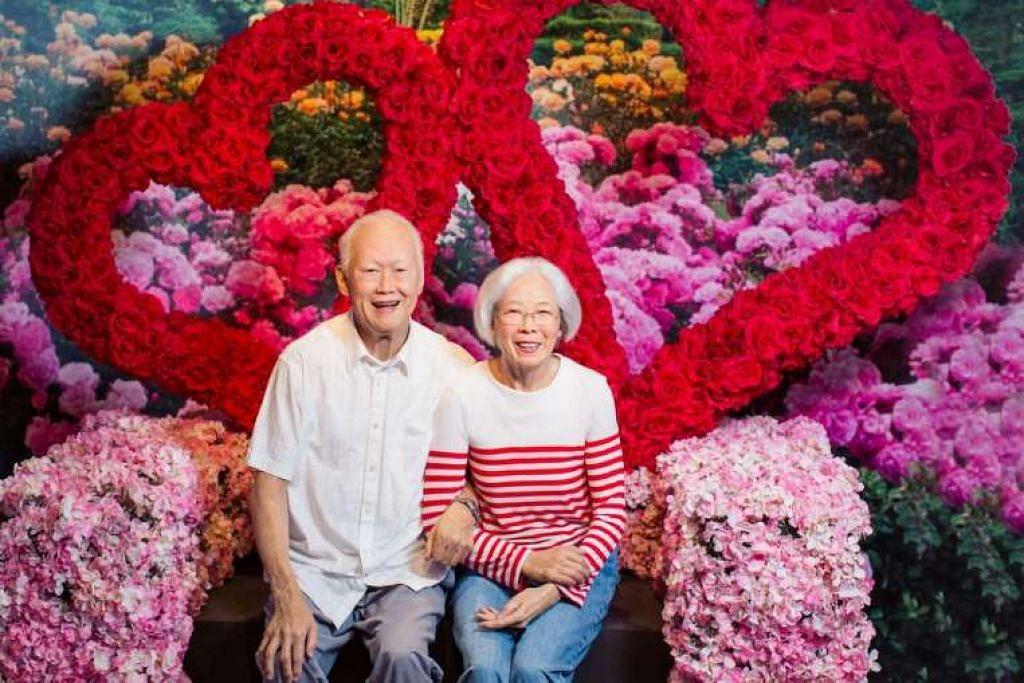 Patung lilin Madame Tussauds mendiang Encik and Cik Lee Kuan Yew, yang diukir berdasarkan sebuah foto yang diambil anak saudara perempuan Cik Lee pada Hari Kekasih pada 2008.