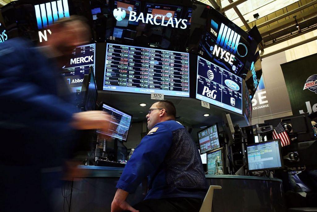 Kenaikan harga minyak mendorong kenaikan pasaran saham. Gambar fail