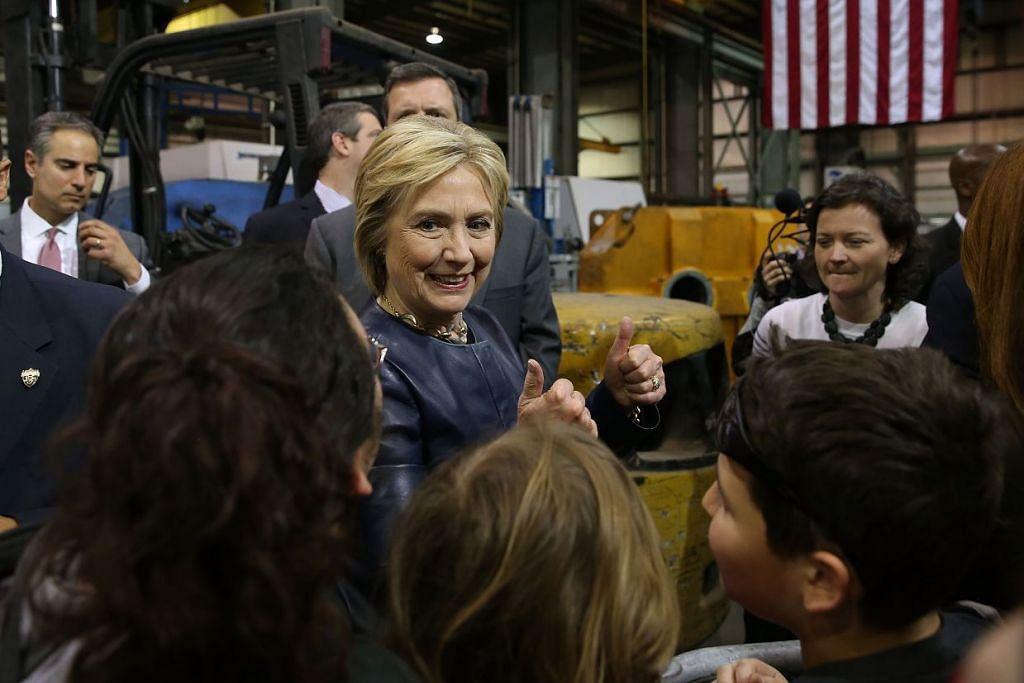 Cik Hillary Clinton memenangi semua lima negeri di mana pemilihan pendahuluan parti Demokrat diadakan pada Selasa, termasuk yang utama di Florida dan Ohio.