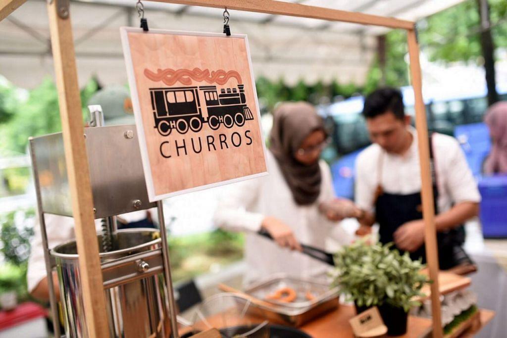 MAKANAN SEGAR: Mesin membuat churros dipasang pada kereta sorong buatan sendiri.  - Foto CHOO CHOO CHURROS dan TIGAFOLKS AND CO