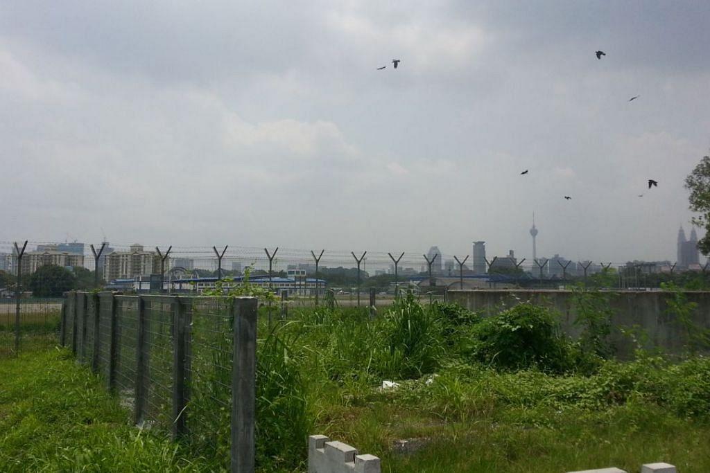 Tapak bekas lapangan terbang tentera Sungai Besi yang akan dibangunkan semula menjadi Bandar Malaysia.