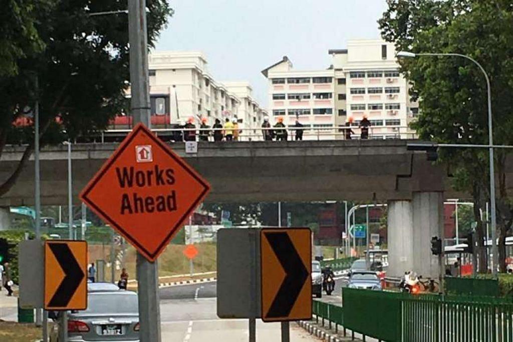 Pegawai SCDF di landasan berhampiran MRT  Pasir Ris pada pagi Selasa, 22 Mac.