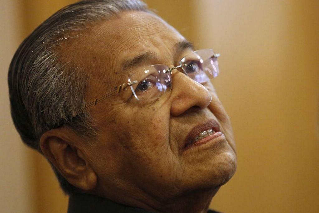 KEMUKA SAMAN: Tun Dr Mahathir Mohamad - Foto