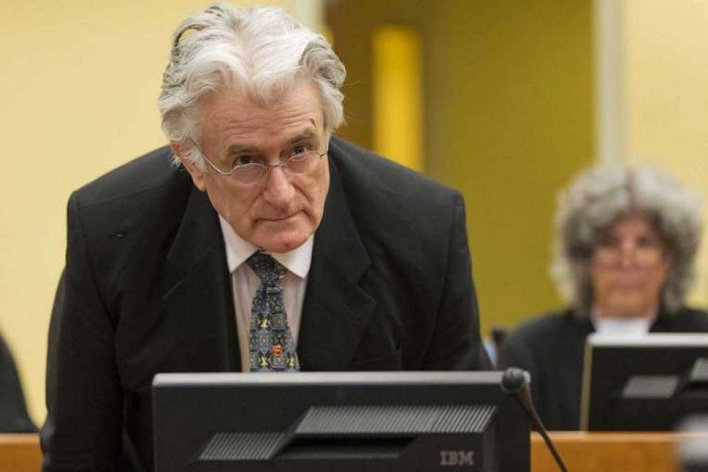 Gambar fail bekas pemimpin Serb Bosnia yang kejam, Radovan Karadzic, semasa dibicarakan di  Tribunal Jenayah Antarabangsa bagi bekas Yugoslavia (ICTY) di Belanda.