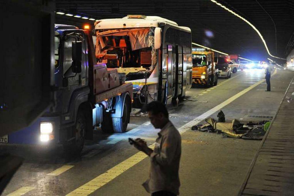Bas yang terlibat dalam kemalangan di MCE pada petang Selasa (29 Mac).