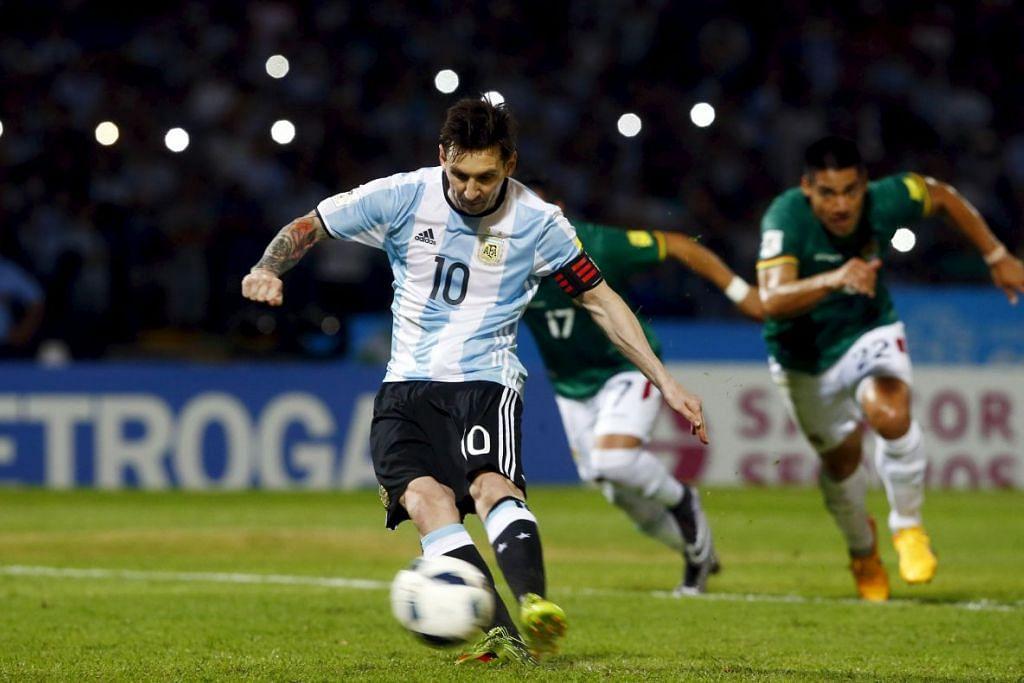 Lionel Messi menjaring gol melalui tendangan penalti dalam kemenangan 2-0 Argentina ke atas Bolivia dalam perlawanan kelayakan Piala Dunia di Argentina pada Selasa (29 Mac).