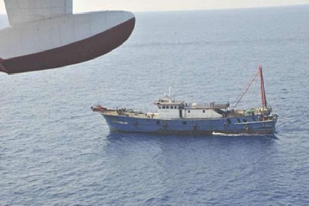 Gambar bot yang dikatakan kapal nelayan China yang melanggar sempadan maritim Malaysia di luar Sarawak ini dikeluarkan oleh Agensi Penguatkuasaan Maritim Malaysia (APMM).