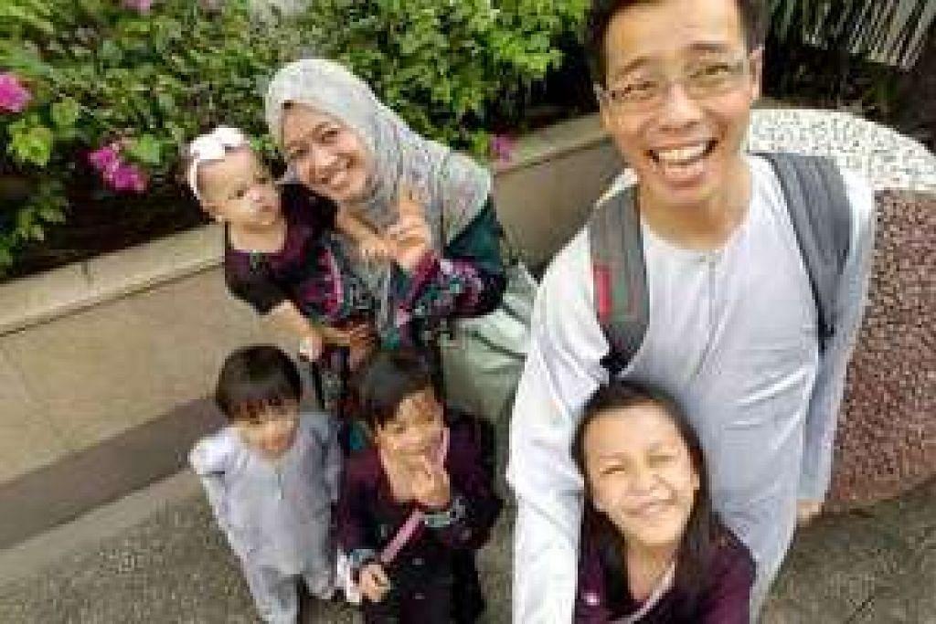 Cik Nurul Asyikin Norman dan Allahyarham Mohd Rizalludin Hassan bersama empat anak mereka.