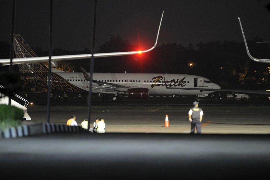 Pesawat Batik Air yang terlibat dalam insiden dengan sebuah pesawat lain di landasan Lapangan Terbang Halim di Jakarta.