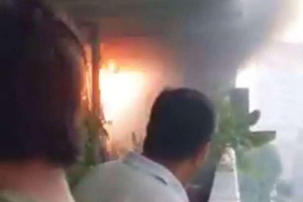 Beberapa letupan terdengar semasa kebakaran di luar sebuah flat di Eunos Crescent pada pagi Khamis (7 Apr).