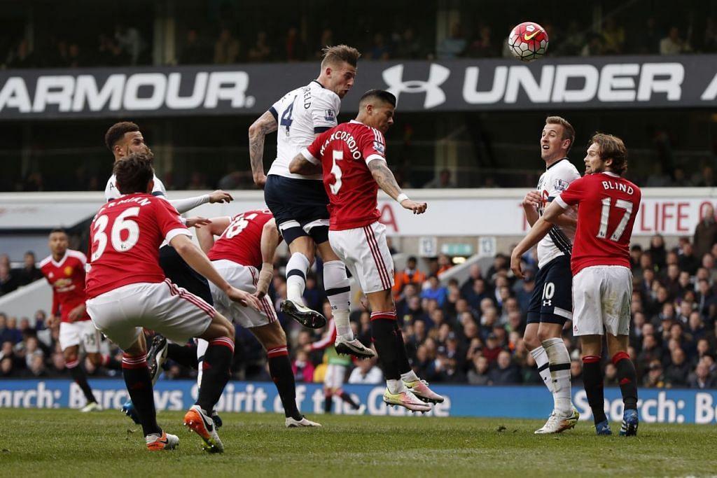 Toby Alderweireld menjaringkan gol kedua Tottenham Hotspur, yang mengalahkan Manchester United 3-0 di  White Hart Lane pada Ahad (10 Apr).
