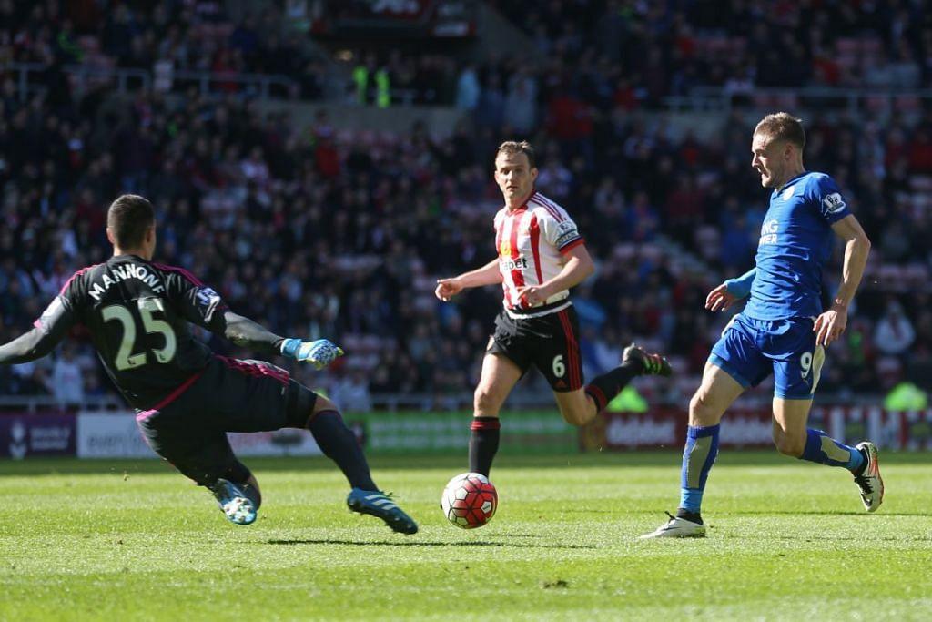 Jamie Vardy menjaringkan gol pertama Leicester City  dalam kemenangan 2-0 ke atas Sunderland di Stadium of Light pada Ahad (10 Apr).
