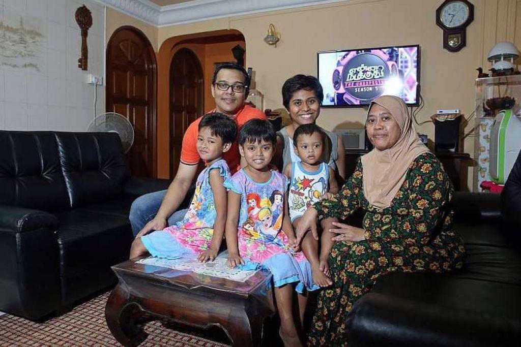 Keluarga Cik Nur Liza dan Encik Yulandi Abu Bakar, yang bersama tiga anak mereka, mendapat Geran Rumah Berhampiran sebanyak $20,000 kerana membeli flat jualan semula di blok yang sama dengan flat  ibu Cik Nur Liza, Cik Sudini Sanipan (bertudung). Geran itu diperkenal Ogos tahun lalu.